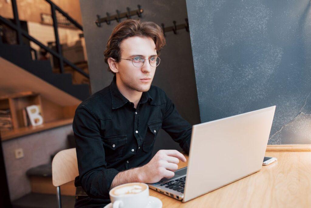 Rozszerzanie działalności lokalnej na rynku internetowym