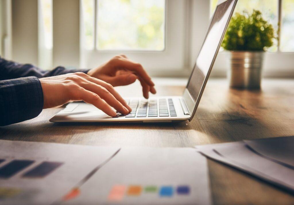 Do czego służą analizy e-commerce?